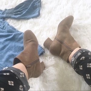 GAP SUEDE TAN BOOTIES